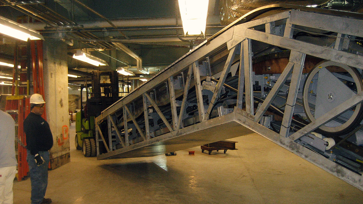Newark-airport-escalator-installation-01