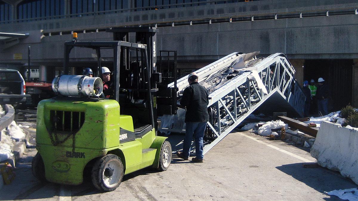 Newark-airport-escalator-installation-02